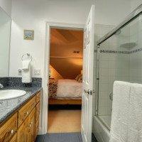 Incense Cedar & Cedar Sapling shared bathroom
